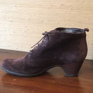 Clark's Artisan lace up booties size 7.5